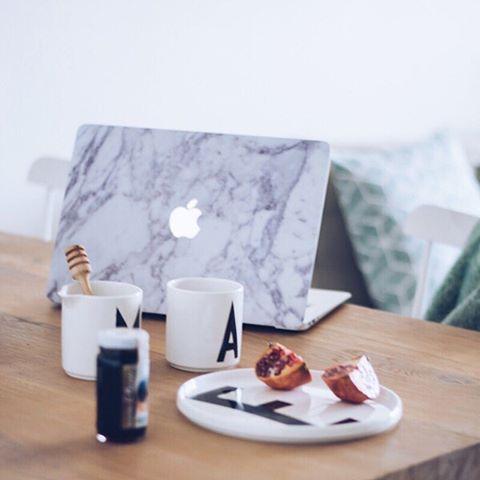 MARBLE. SKIN. // It's time for coffee & e-mails.  Czas na kawę i e-maile na które dobrze byłoby odpowiedzieć. ;) Marble case @uniqfind - thank You