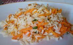 Aprenda a preparar arroz temperado simples  com esta excelente e fácil receita.  O arroz temperado é um excelente acompanhamento para uma infinidade de pratos. Além...