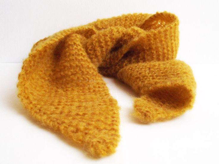 foulard cravate mohair jaune moutarde avec pochette su dine. Black Bedroom Furniture Sets. Home Design Ideas
