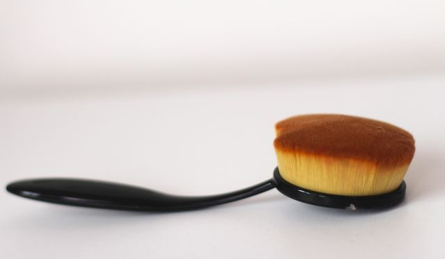 Cheap makeup brushes Vs Beauty Blender. #makeup #makeupbrushes #Makeupdupe