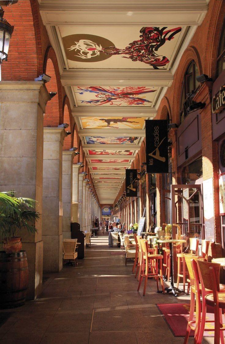 Toulouse : Arcades de la place du Capitole. Illustrations de Moretti.