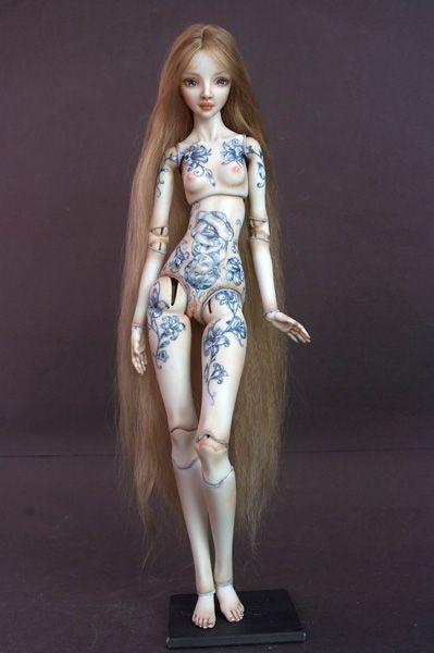 bonecas tatuadas de Marina Bychkova                                                                                                                                                                                 Mais