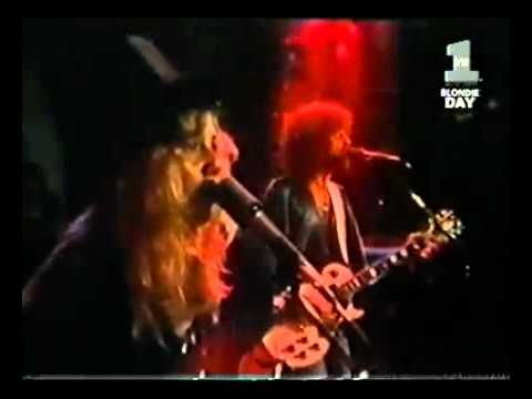 Fleetwood Mac - Go Your Own Way (Official Music Video)