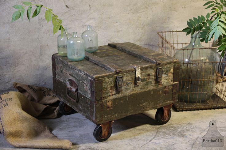 Oude kist op wielen (132156)