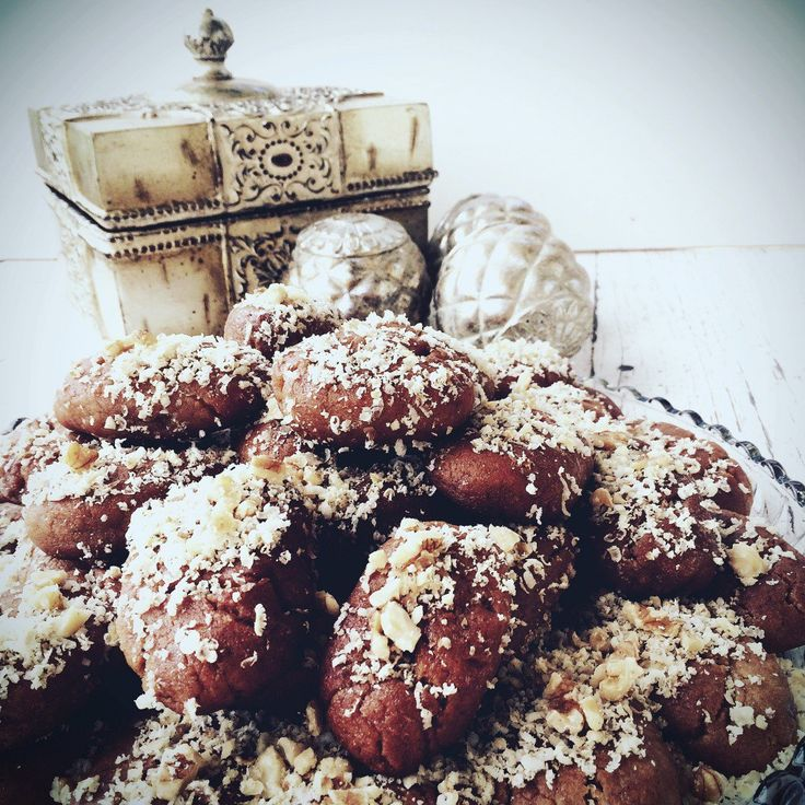 Melomakarona are traditional Greek Christmas spiced cookies that are moist, syrupy and extremely flavoursome. Here is afamily recipe by Flavours & Flair, which not only tastes great but will leave your kitchen smelling amazing every time you bake them! Ingredients → – 4 x cups olive oil – 2 x cups sugar – 2 x…