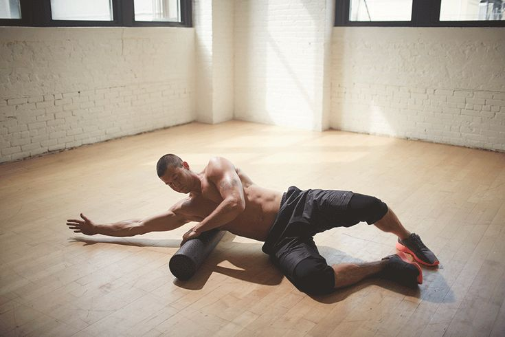 The Foam Rolling You Should Be Doing (But Probably Aren't) 2013-11-04-Roller05_002.gif