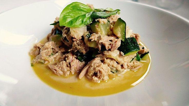Zucchini - Thunfischpfanne, ein sehr leckeres Rezept aus der Kategorie Fisch. Bewertungen: 399. Durchschnitt: Ø 4,5.