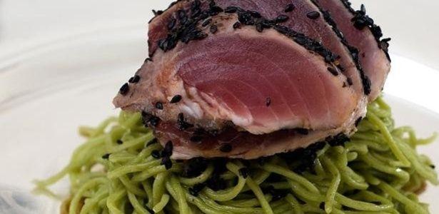 Atum Grelhado com Macarrão Verde de Wasabi - 06/03/2014 - UOL Estilo de vida