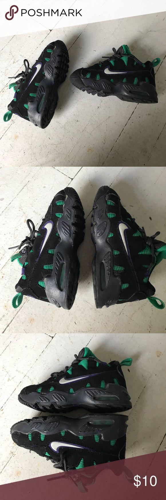 toddler nike shoes black/green/purple toddler nikes. size toddler boys 8c. Nike Shoes