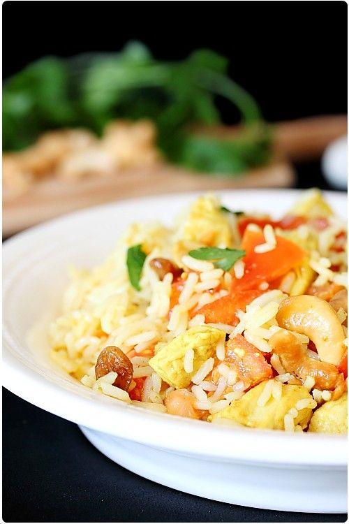 Je fais très régulièrement cette recette de salade indienne. Je la sers souvent en entrée lors d'un repas 100% indien. Composée de blanc de poulet, riz, no