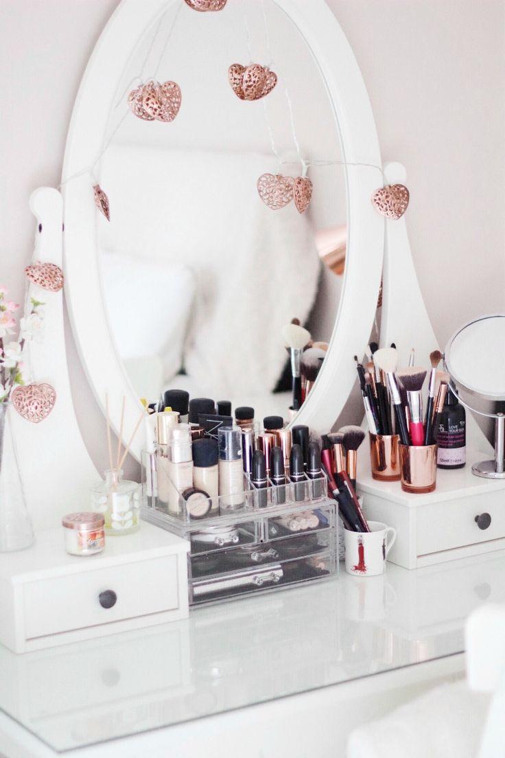 Inside My Acrylic Makeup Storage Unit - #makeup #vanitytable #interiors