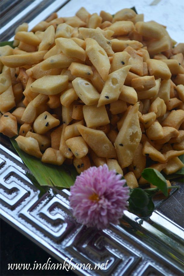 #Vegan flaky, crunchy Namak Para is most popular #diwali   #snack