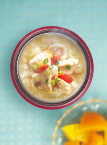 鶏肉、餅米、ショウガが入った参鶏湯風のお粥。ショウガが冷え性に効果があるという話はみなさんご存知かと思いますが、夏もショウガは冷房対策にピッタリです。