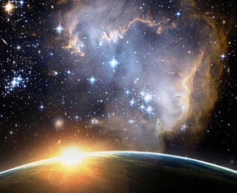 Je moet niet alleen geloven in jezelf maar ook in een hogere vorm, dit kan God zijn, het universum of je hogere zelf. Altijd als je hulp nodig hebt bid je tot deze kracht en vraagt hem/haar om hulp. Stel dat je een sollicitatiegesprek hebt dan bid je bijvoorbeeld als volgt: 'Universum, ik vraag dat ik de job zal krijgen, ik ben er klaar voor en ik kan dit!' Je moet altijd geloven dat het universum of god of eender wie altijd goed is en zal geven wat je echt wilt!