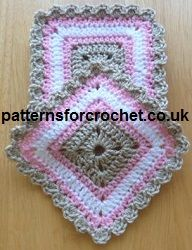 Free crochet pattern for square coasters from http://www.patternsforcrochet.co.uk/square-coasters-usa.html #patternsforcrochet #freecrochetpatterns #patternsforcrochet