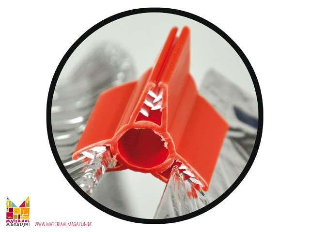 Bouw milieuvriendelijke sculpturen met herbruikbare materialen! Verzamel kartonnen dozen, plastic deksels, papieren bekertjes en meer. Sluit stukken samen met deze ongelooflijk stevige Constructie Clips! Maak je eigen sculpturen met behulp van wat er beschikbaar is! De clips worden in diverse hoeken geleverd. Gebruik de voorgestelde activiteiten in de gids voor robots, dieren, gebouwen en voertuigen of maak je eigen ontwerp. Set bestaat uit 100 clips en een handleiding. Vanaf 4 jaar.