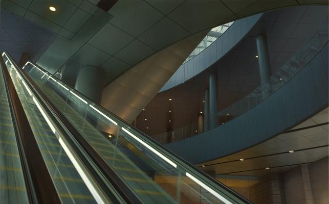 HisayaTaira - Escalator#25 - hyperrealism