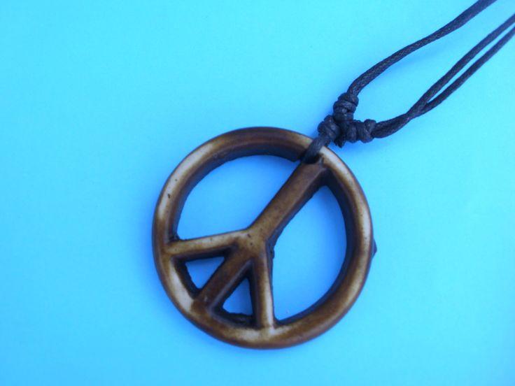 ξύλινο κολιέ με το σήμα της ειρήνης και δέρμα με αυξομείωση στο www.amalfiaccessories.gr