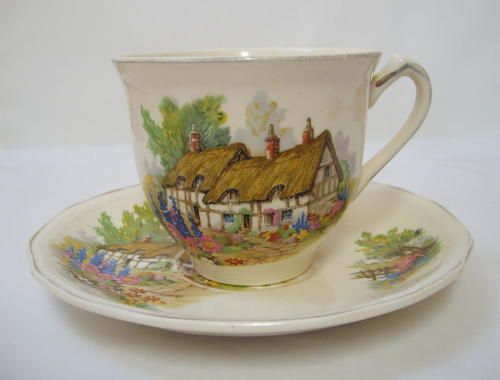 English Porcelain - VINTAGE ALFRED MEAKIN 'HATHAWAY COTTAGE' TEA DUO c1945 was listed for R175.00 on 30 Dec at 16:31 by De Blaauwe Huijs in Memel (ID:169589530)