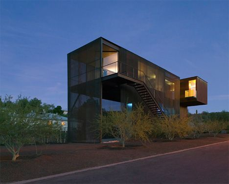 """The scorching urban streets of Phoenix, Arizona are the setting for this dramatic home and studio. The Xeros Residence – """"xeros"""" is Greek for """"dry"""" – was designed by the architects at Blank Studio."""