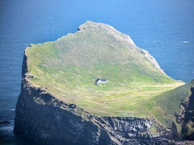 iceland solitudeNew House, Dreams Home, Little House, The Edging, Dreams House, Zombies Apocalyps, Amazing Places, Travel Guide, Iceland Travel
