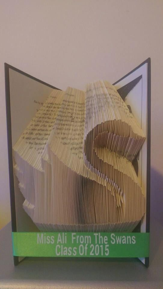 Book folding pattern for a Swan +Free tutorial by BookFoldingForever on Etsy