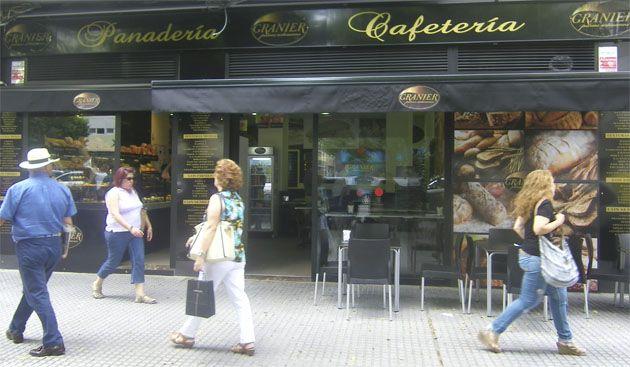 Las panaderías Granier han entrado con mucha fuerza en la provincia. Ya tienen cafeterías y despacho en Cádiz, Algeciras y San Fernando y pronto llegarán a Jerez. Su oferta se basa en una variedad de panes que supera las 65 especialidades diarias. Todos los detalles hoy en Cosasdecome. http://www.cosasdecome.es/reportajes/la-franquicia-de-panaderias-gourmet-granier-se-expande-con-fuerza-en-la-provincia-de-cadiz/#.U6_NELFqM6A