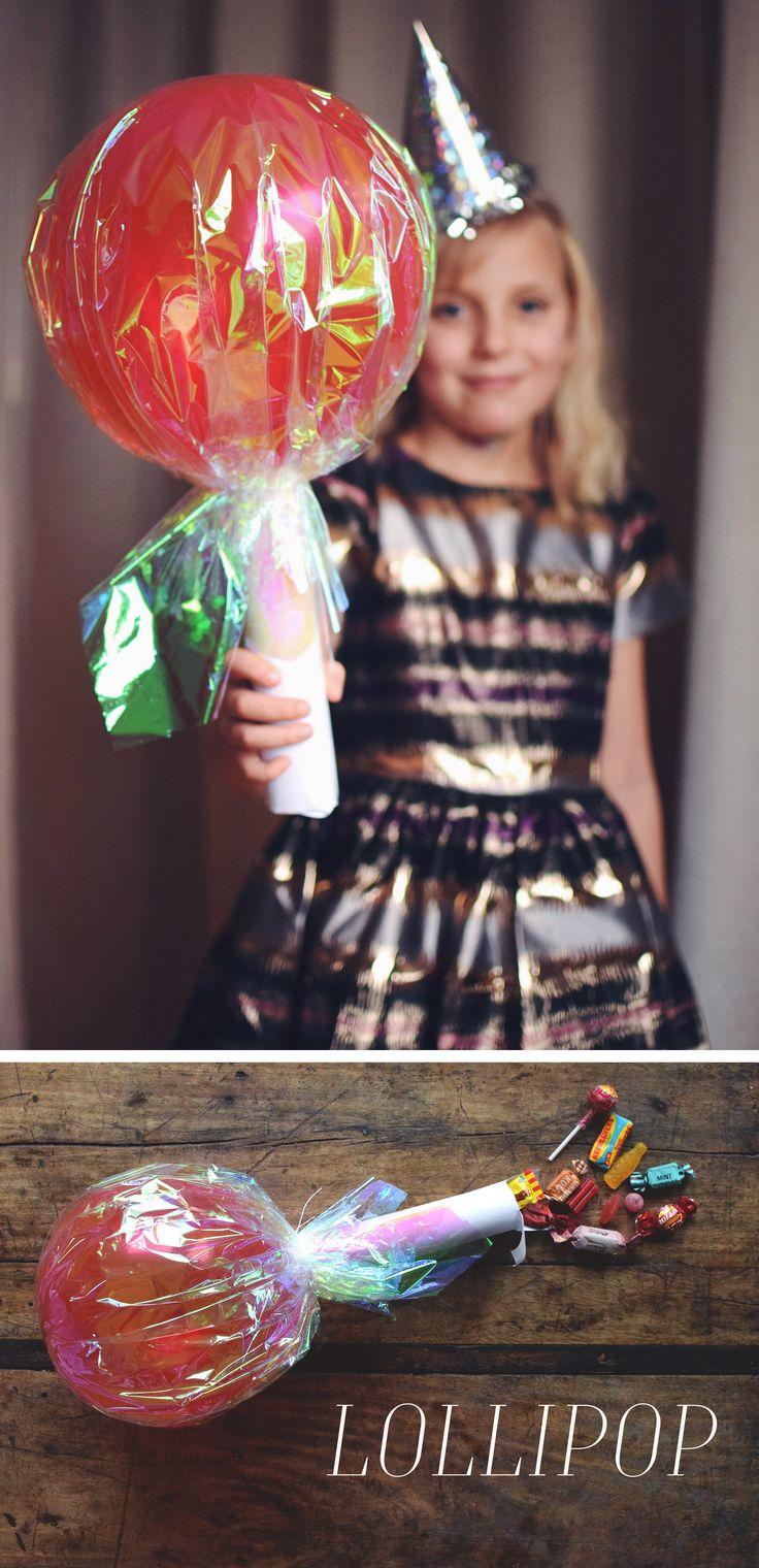 Stor godisklubba gjord av ballong och papprulle. Fylls med godis och blir det perfekta kalaspysslet. kids party, kids fun, kids party ideas, candy, lollipop, barnkalas, barnkalas dekoration, barnkalas lekar, balloon, ballonger @helenalyth.se