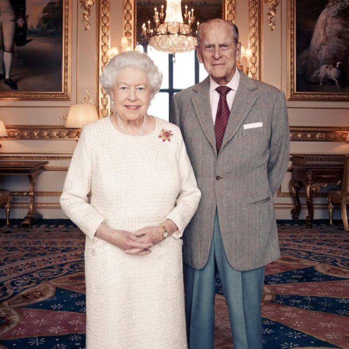 New portrait marks Queen and Prince Philip's 70th anniversary http://www.bbc.com/news/uk-42041461