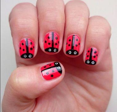 modelos de uñas pintadas sencillas de mariquitas