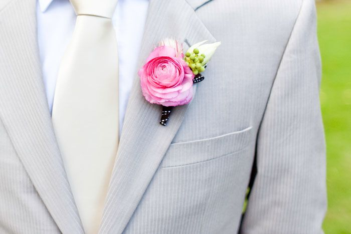 Wedding Style Guide Blog - Wedding Ideas, Inspirations and More: Buttonhole Inspiration http://weddingstyleguide.blogspot.com.au/2012/04/buttonhole-inspiration.html