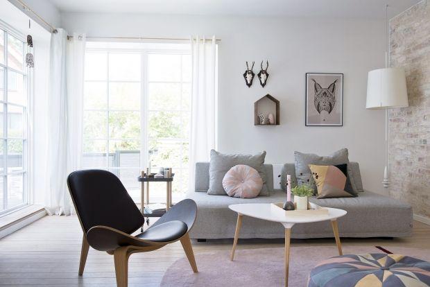 Se her, hvordan en ægte entreprenør med passion for bolig og indretning har forvandlet en villa i Aarhus til et personligt hjem med masser af rum til både det feminine og det maskuline.