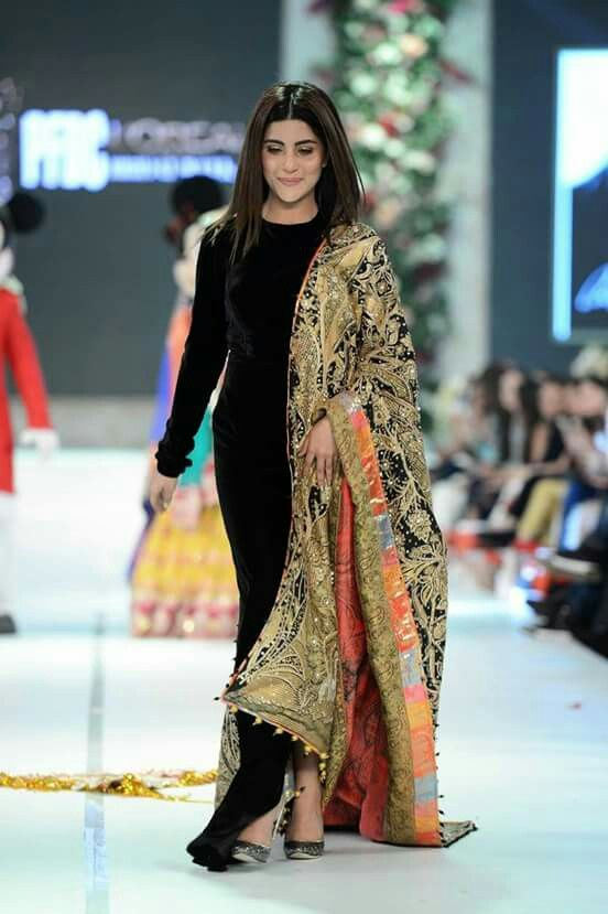 Love the plain outfit with the heavy and colorful shawl for a pop // Ali xeeshan