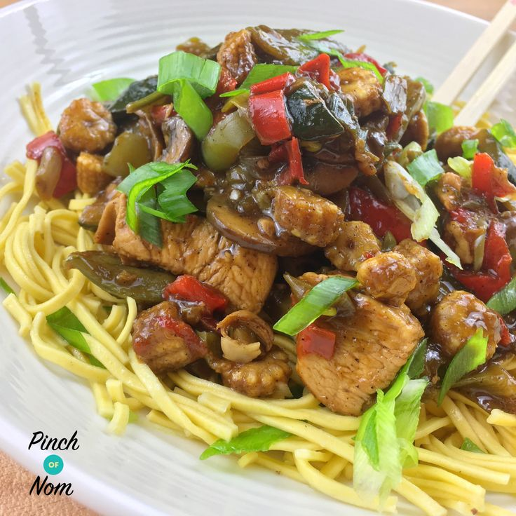 Syn Free Fakeaway Chicken in Black Pepper Sauce | Slimming World - http://pinchofnom.com/recipes/syn-free-fakeaway-chicken-in-black-pepper-sauce-slimming-world/