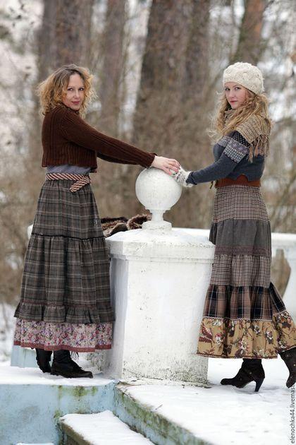 Купить или заказать Теплая бохо юбка 'Эко 3' в интернет-магазине на Ярмарке Мастеров. Длинная теплая юбка из шерсти. Два яруса, пышная сборка, из-под рюши выглядывает волан из хлопка. Спокойные экологичные цвета коры, дерева, земли. Мягкая, пышная, свободная. Пояс широкий, на резинке, длина вместе с ним составляет 95 см. Декорирована хлопковым кружевом, тесьмой двух видом - бархатной и вьюнок. Верхний ярус шириной полтора метра, по краю подола ширина 3 метра топик www.livemaster.