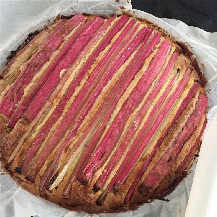 Rabarbercake. Recept Yvette van Boven.