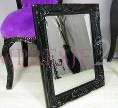 Lustro w czarnej, drewnianej ramie, ornamenty, styl rustykalny.