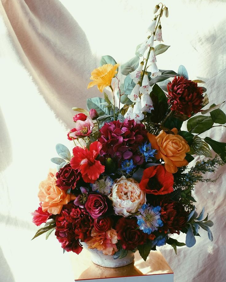 Faking it for @nyx_chariot. These beauties are off to Milan.   #stilllife #dutchmasters #silk #flowers #floral #florist