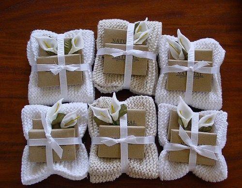 Een washandje, zeepje en andere leuke dingen voor een klein cadeautje!