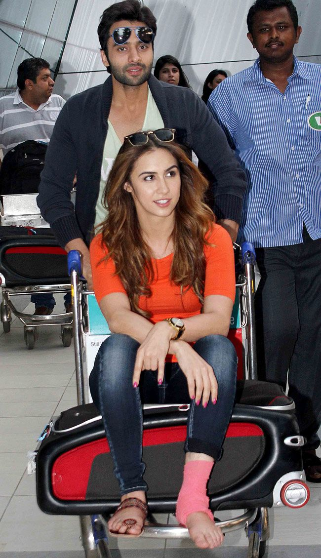 Lauren Gottlieb and Jackky Bhagnani at the Mumbai airport. #Bollywood #Fashion #Style #Beauty