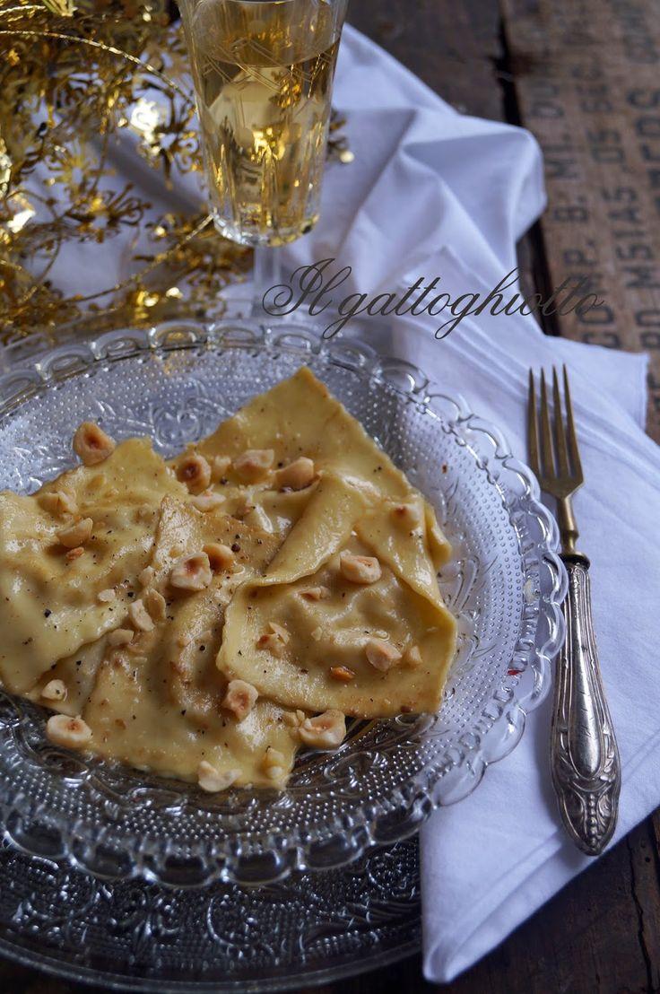 Questa settimana volevo lasciarvi un paio di spunti per le feste. Sono due primi piatti realizzati con la pasta fresca, un must della t...