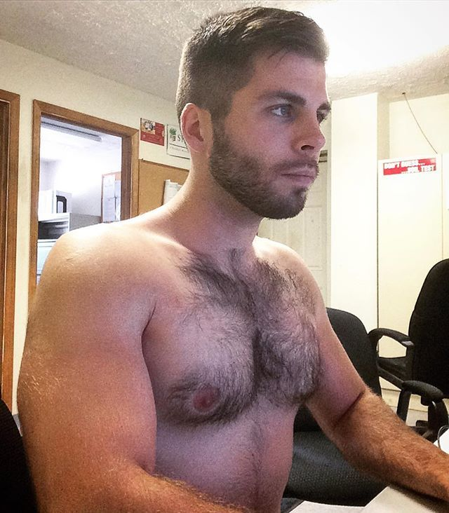 I will be your receptionist today. Come in and see me any time💪🏼 #fitness #muscle #gay #pecs #hairy #men #workoutwednesday #hardatwork