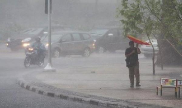 BMKG: Hujan Disertai Kilat Berpotensi Landa Jabodetabek