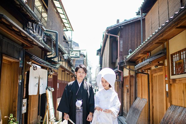 静かな祇園の町並み☆☆ 和装にぴったりのシチュエーションです^^ #Kyoto#京都#Japan#和装#着物#kimono#綿帽子#白無垢#wedding#ウェディング#prewedding#preweddingphoto#ブライダル#結婚準備#結婚式準備#花嫁準備#プレ花嫁 #weddingphoto#weddingphotography#ウェディングフォト#weddingphotographer#ブライダルフォト#ブライダルフォトグラファー#instawedding#前撮り#和装前撮り#ロケーションフォト#ロケーション撮影#撮影#スタジオゼロ