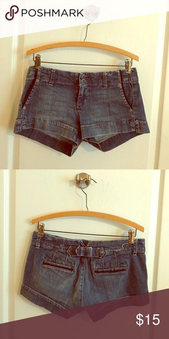 🎀SALE🎀 American Eagle Jean Shorts American Eagle Jean Shorts. Size 4 American Eagle Outfitters Shorts Jean Shorts