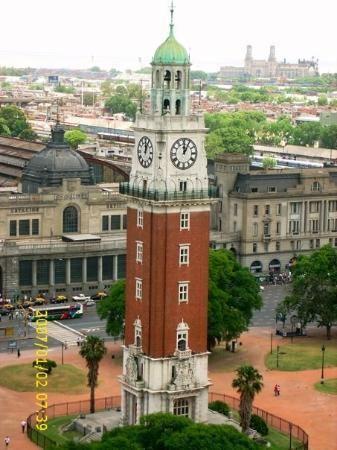 Retiro, Torre de los Ingleses, frente al ferrocarril Mitre. Ciudad de Buenos Aires, Argentina.