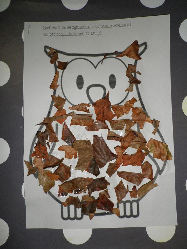 Thema 'Herfst': Uil bekleven met stukjes geknipte herfstbladeren