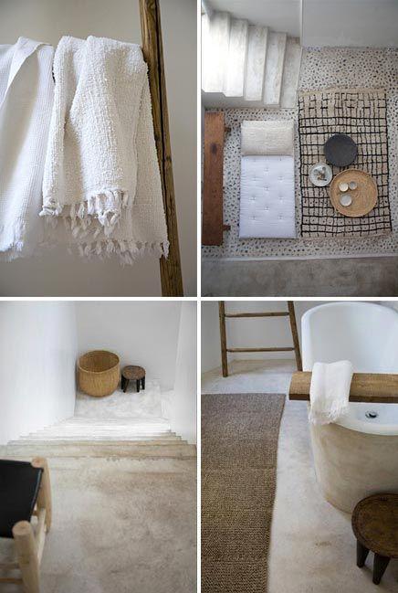 Kalkverf; hygiënisch en natuurlijk in de badkamer. Zowel vloer als bad is bewerkt met kalkverf, een 100% natuurlijke verf. Milieuvriendelijk dus, en met een extreem mat effect. Door verschillende lagen aan te brengen krijg je interessante kleurschakeringen, mooi in een landelijke ruimte. Kalkverf is schimmelwerend, dus ideaal voor de badkamer. Fotografie: Mark Eden Schooley