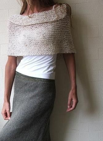 Oatmeal tweed cape by ileaiye on Etsy,  love it, want it, would wear it all the time in lots of ways!