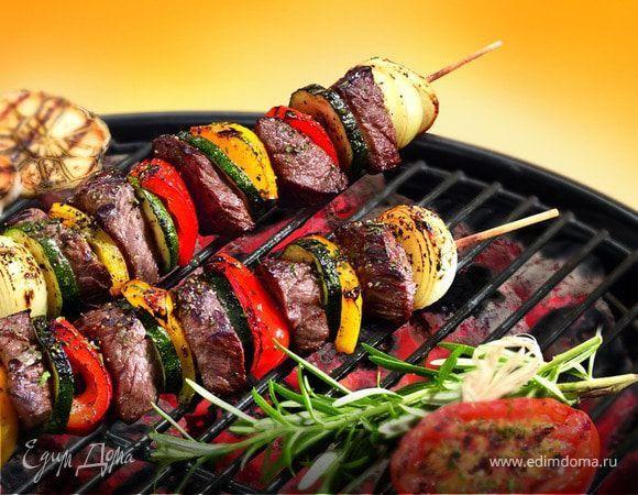 Ароматный шашлык с беконом и болгарским перцем. Ингредиенты: говядина, перец болгарский, лук белый   Кулинарный сайт Юлии Высоцкой: рецепты с фото